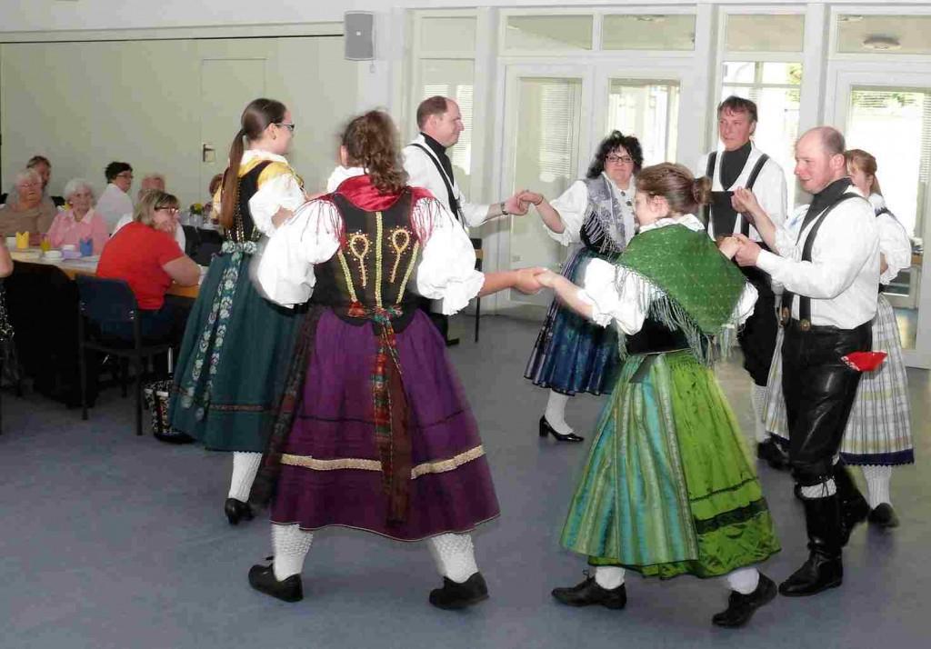 Mai-Nachmittag - Tanzgruppe -k